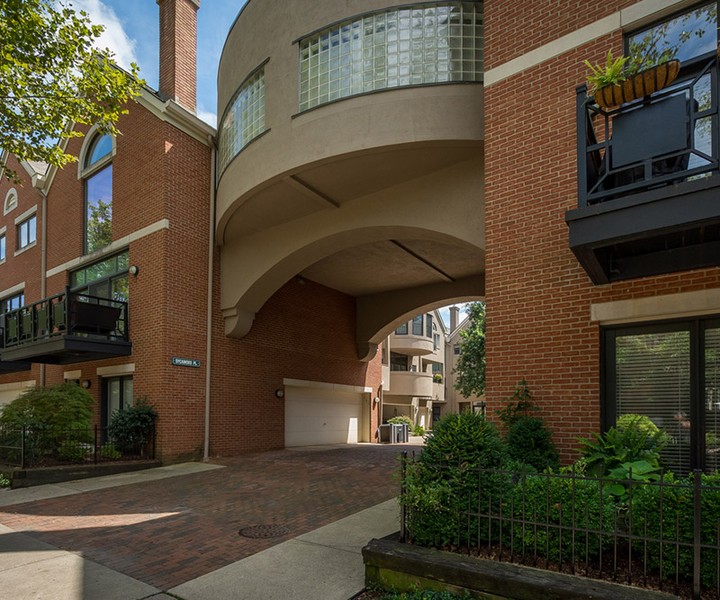 extrior of Sycamore luxury townhome condos in Columbus Oh